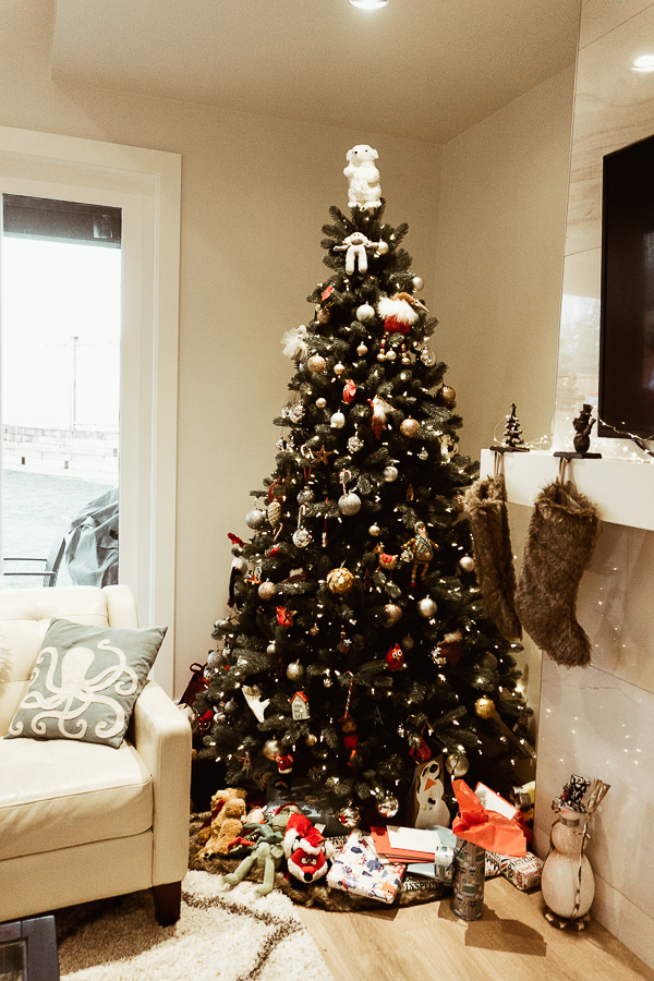 christmas-tree-south-surrey-home-tour-new-build