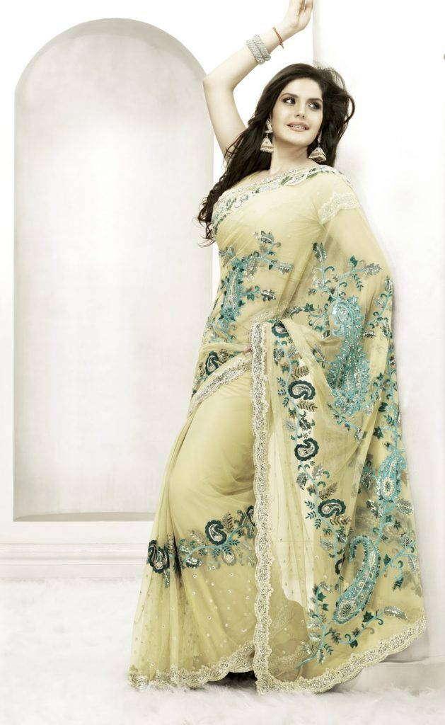 Mädchen in Sari.
