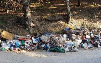 Εθελοντικός καθαρισμός 2 τόνων σκουπιδιών στην Σέτα Ευβοίας με συμμετοχή μόνο 6 ατόμων (video)