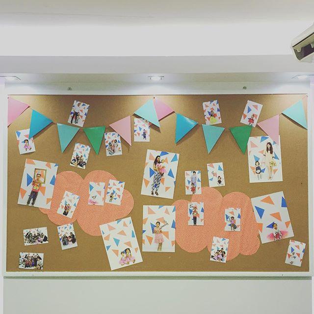 タイのイベントは大盛況でした〜!!!0歳から14歳まで参加してくれました。パパとママが力を合わせて、かわいい写真がたくさん撮れましたよ〜!最後にみなさんの写真を会場に飾り付け。こども写真の楽しさは万国共通ですね!#タイ#写真教室 #たのしいカメラ学校 #masacova