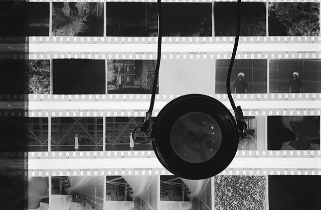本日のたのしいカメラ学校はデジタル一眼教室とフィルム一眼レフ教室の2講座!たのしい一日でした写真は現像したネガのチェック中。ライトボックスとルーペとダーマト、最初に手に入れたときの嬉しさを思い出しましたポパイカメラさんの写真プリントも素晴らしく美しいです #たのしいカメラ学校 #写真教室 #赤荻武 #ポパイカメラ #フィルム一眼レフ #フィルム #フィルムカメラ #ライトボックス #ルーペ #ダーマトグラフ