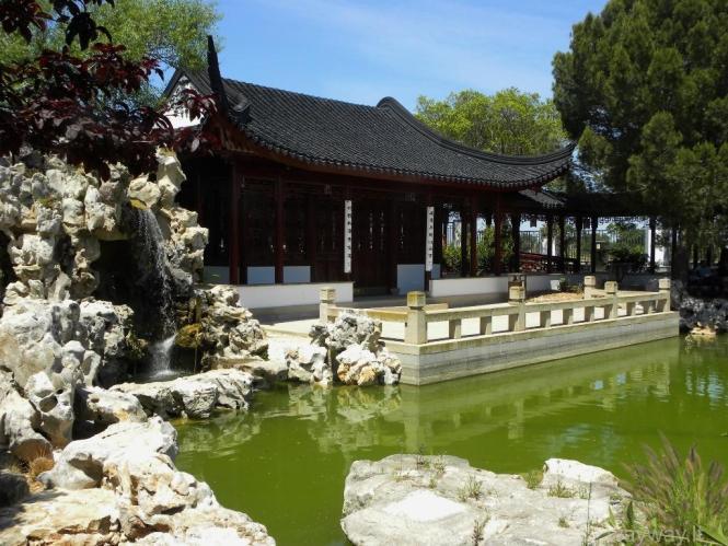 Kinietiškas sodas ( The Chinese garden of Serenity in Santa Lucija )