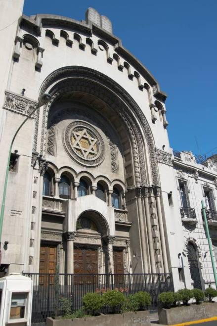 Sinagoga de la Congregación Israelita Argentina, Libertad 779, barrio de San Nicolás, ciudad de Buenos Aires, Argentina. Photograph taken by Wikimedia user w:es:Usuario:Barcex, courtesy of Wikimedia Commons. For illustrative purposes only.