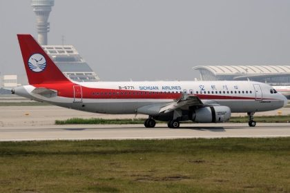 CALC delivers three A320 aircraft to Sichuan Airlines