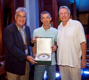 Skal Thailand honours former Samui Club President with national award