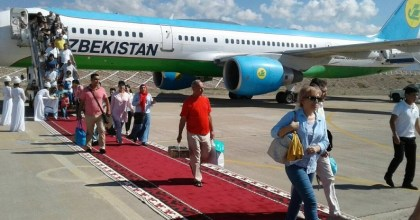 First group of tourists from Tashkent arrives at Issyk-Kul Airport