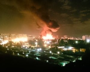 Massive fire engulfs huge warehouse in northern Moscow