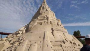 World's tallest sandcastle built in Duisburg, Germany