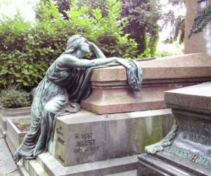 Discovering the secrets of Brussels' cemeteries