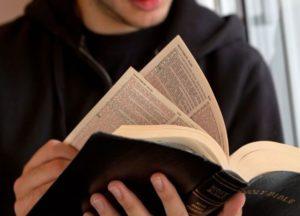 "Passenger's Bible-reading leads to panic, ""self-evacuation"" of London rush hour train"