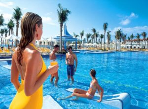"""RIU Hotels & Resorts named """"Best All-Inclusive Family Experience"""" in Mexico"""