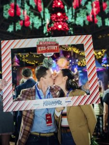 "Gaylord Palms Resort makes ""Kiss-Story,"" breaks Guinness World Record"