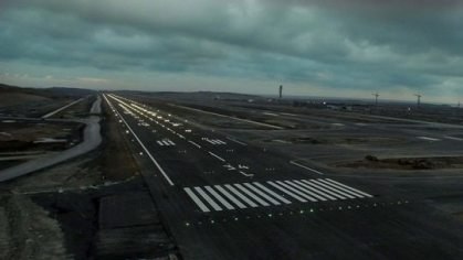 New Airport in Istanbul: Runway lights are on !
