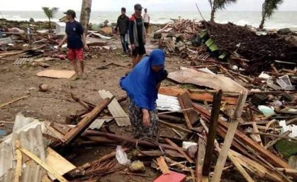 Indonesia: Tsunami killed at least 373 people, injured over 1,400