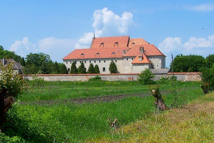Колишній монастир капуцинів, нині фондосховище Львівської картинної галереї.