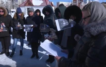 В Югре поминают жертв трагедии в Кемерово.