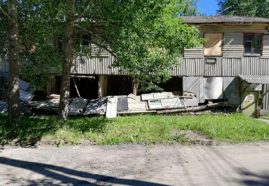 В Нефтеюганске жители аварийной деревяшки получили жилье