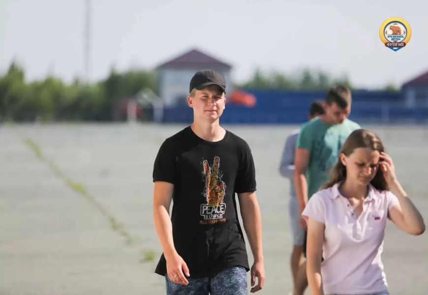В Нефтеюганске 13 августа на территории нового аэропорта начнет работу палаточный лагерь для школьников города