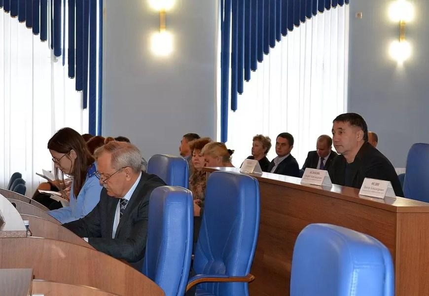 Директора муниципальных предприятий отчитались перед гордумой