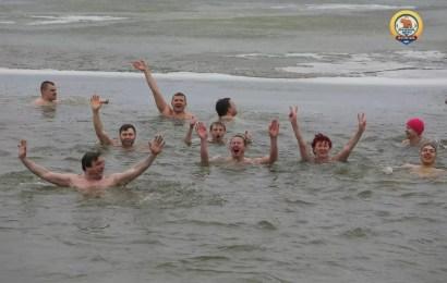 Мороз купанью не помеха.