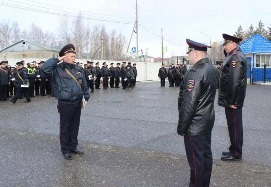 Полицейские Нефтеюганска перешли на летнюю форму одежды.