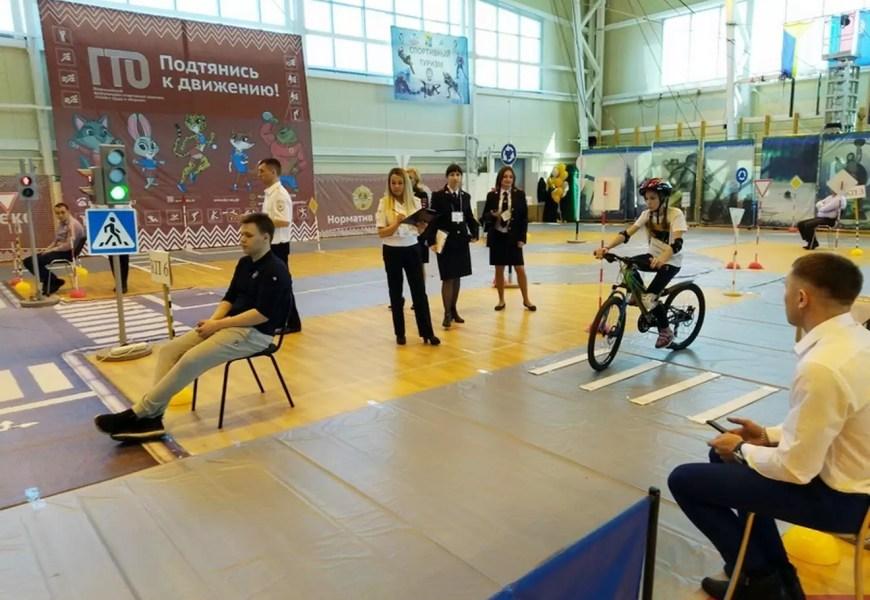 Юные инспекторы движения из Нефтеюганска вошли в пятёрку лучших команд Югры.