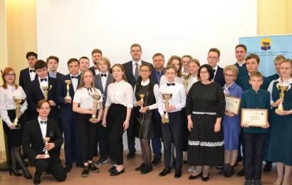 Глава Нефтеюганска встретился с победителями VI окружного чемпионата по интеллектуальным играм.