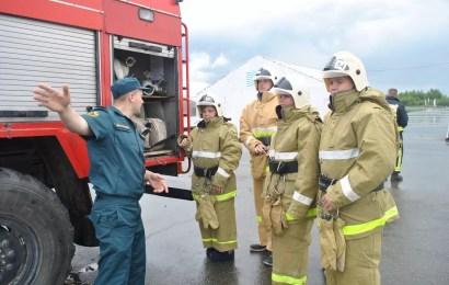 Нефтеюганские огнеборцы провели учебно-тренировочную эвакуацию в детском палаточном лагере.