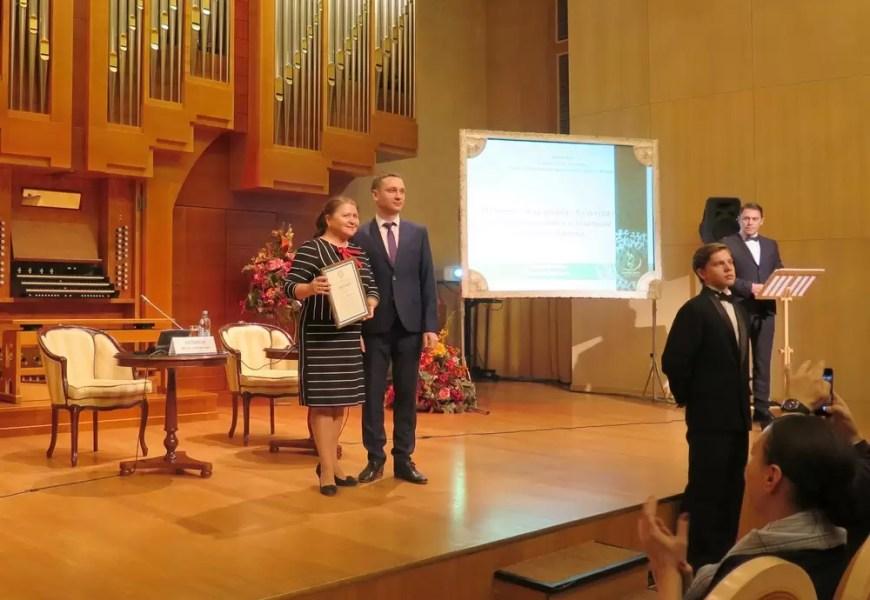Преподаватель ДШИ Нефтеюганска Ольга Лосева получила губернаторскую награду
