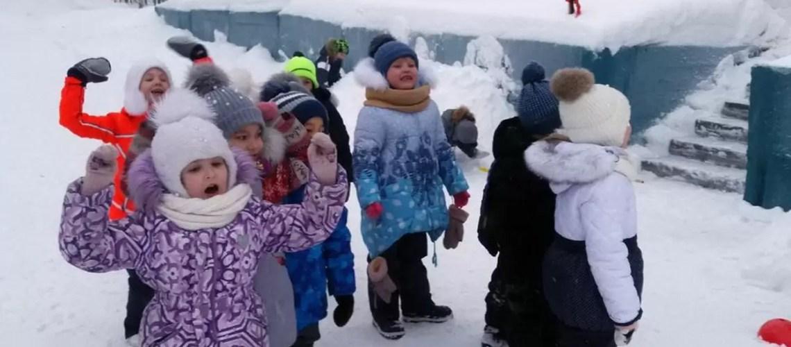 Нефтеюганских воспитанников детского сада познакомили с Конституцией России.