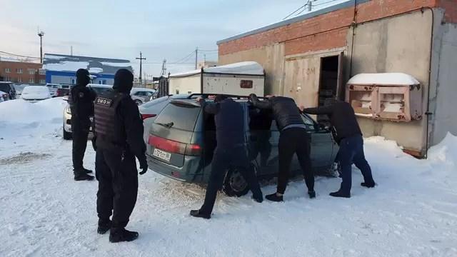 В Сургуте полицейские изъяли более 40 тонн левого алкголя