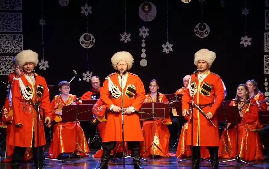 В Нефтеюганске состоялся концерт «В мире нет милей и краше песен и преданий наших».