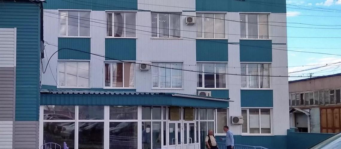 В Нефтеюганске заместителя директора департамента жилищно-коммунального хозяйства приговорили к штрафу. Он вовремя не отреагировал на обращение местного жителя.