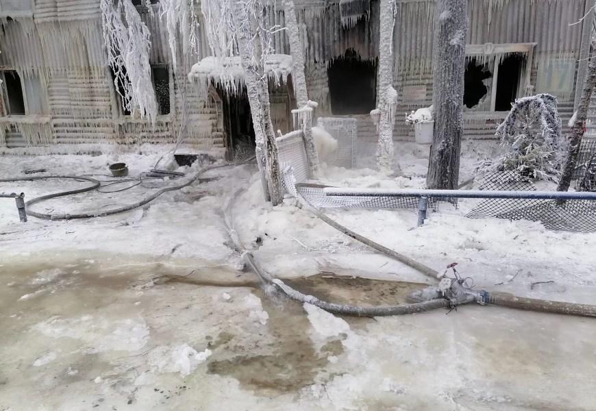 В нефтеюганске последствия пожара в 7 мкр.
