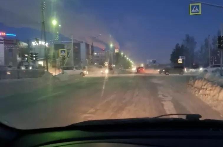Скажите, пожалуйста, куда надо обратиться или достучаться,на перекрёстке возле купца в 10 мкр,что утром в час пик,что вечером,не работаю светофоры.