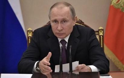Владимир Путин велел повысить всем зарплату