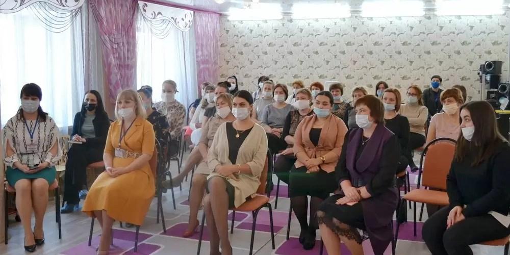 Вчера глава города Сергей Дегтярев встретился с трудовым коллективом детского сада «Радость».