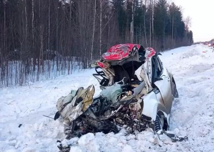 В районе Нефтеюганска автомобиль влетел в КАМАЗ: водитель легковушки не выжил