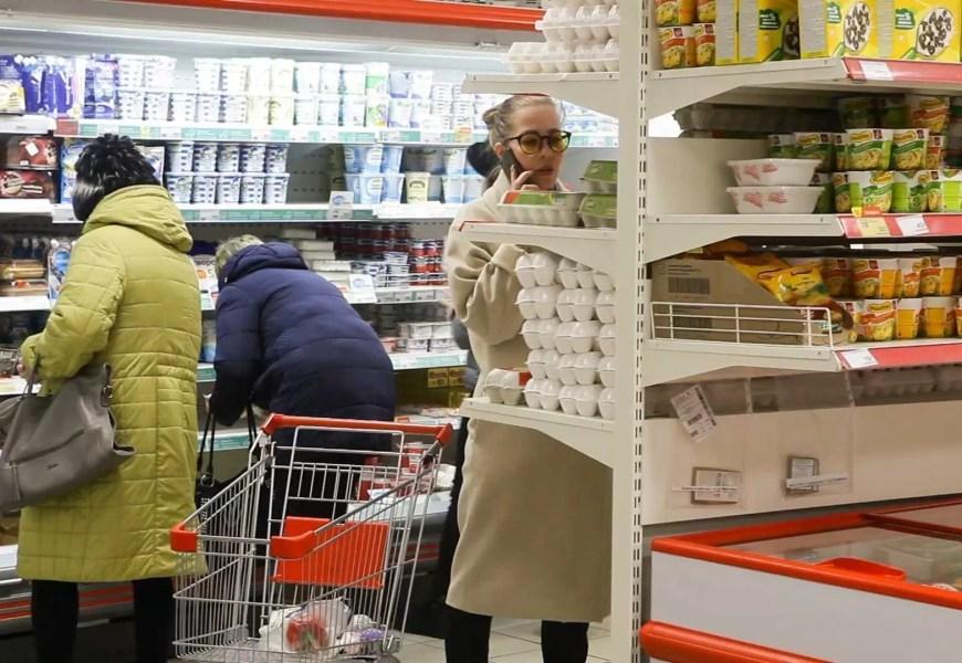 На прилавках югорских магазинов дорожают курица и говядина В Югре ускорился рост цен на продукты, товары и услуги