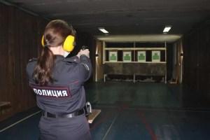 В преддверии 8 Марта сотрудницы нефтеюганской полиции соревновались в пулевой стрельбе.