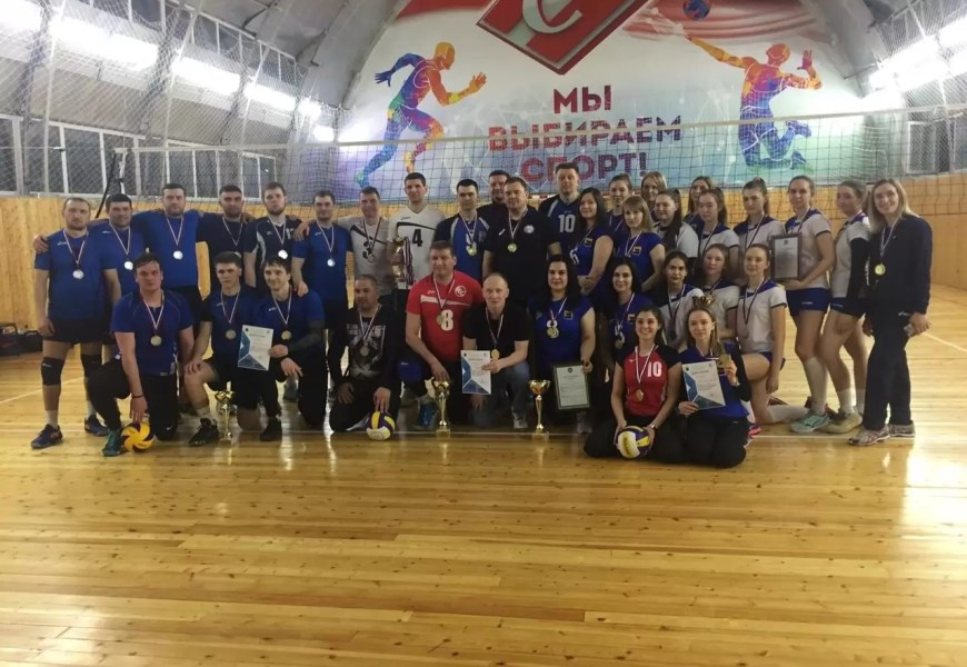 В Нефтеюганске закончился открытый чемпионат города по волейболу среди мужских и женских команд.