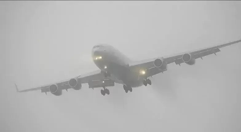 В Тюмени совершил посадку самолет с отказавшим двигателем