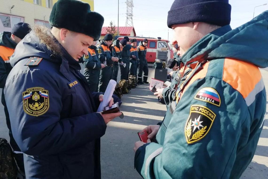 Спасатели города Нефтеюганска провели сбор аэромобильной группировки.