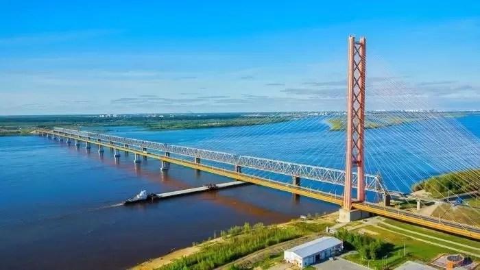 Движение по мосту через Обь в районе Сургута временно перекроют