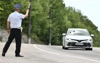 ГИБДД начнет визуально фиксировать разговоры водителей по телефону