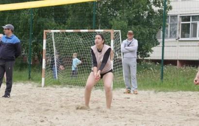 Турнир по пляжному волейболу посвященный Дню России прошел сегодня в 14 мкр.
