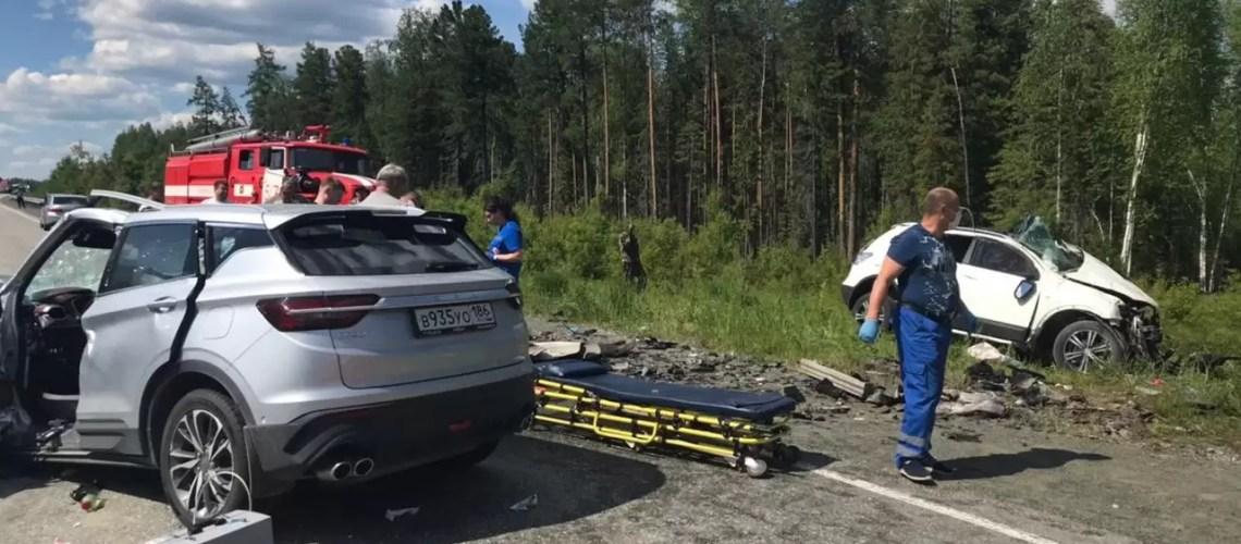 Две семьи из Югры разбились в ДТП в Свердловской области