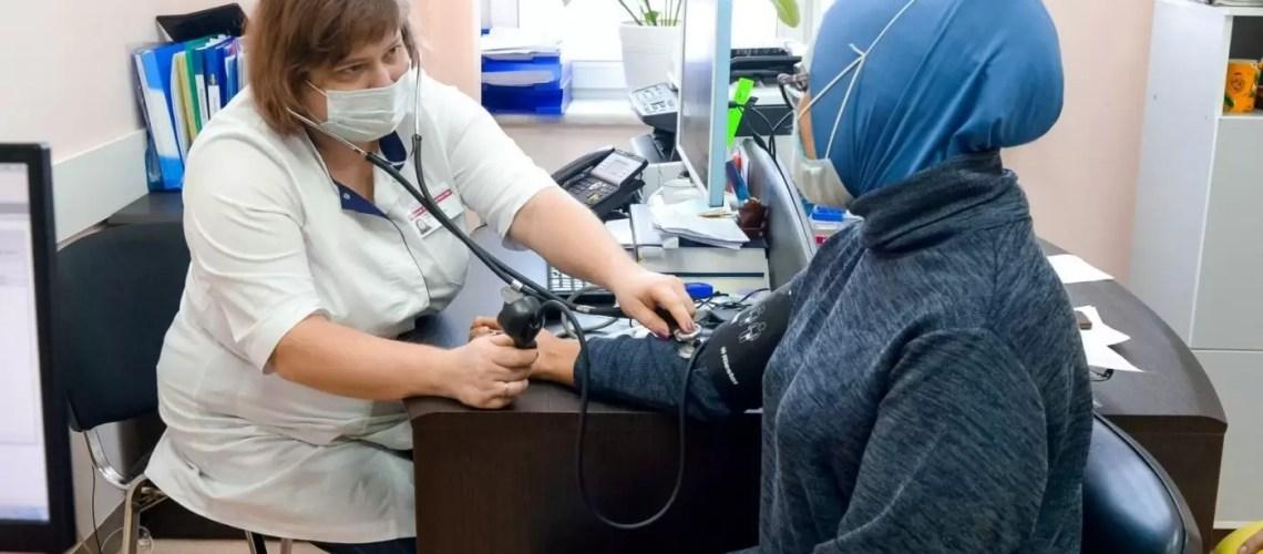 Югорчане могут бесплатно скачать сертификат о вакцинации с Госуслуг