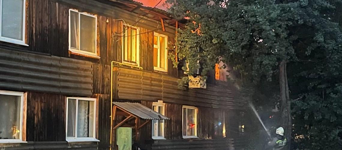 Жилой дом горит в Нефтеюганске