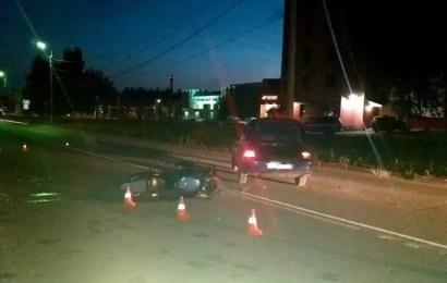 Байкер и автомобилист столкнулись минувшей ночью в Нефтеюганске